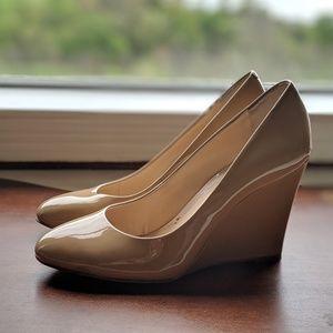 Banana Republic nude patent leather wedge heels